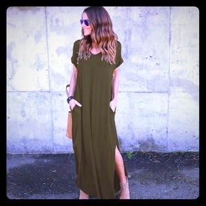 Dresses & Skirts - NEW • v-neck short sleeve flowy maxi dress